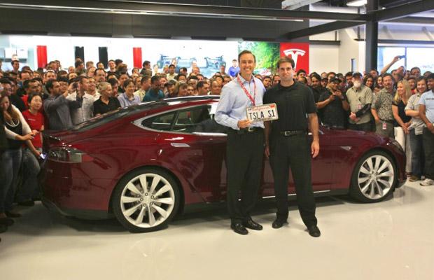 Tesla Model S geleverd