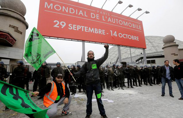 Mondial de l'automobile paris motorshow protestors