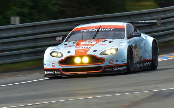 De Deense Aston Martin equipe nr. 95 tijdens de kwalificatie.