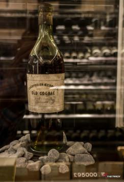 Wat de gek ervoor geeft, bij Harrods staat deze fles Cognac uit 1789 met een vraagprijs van £ 95.000,-