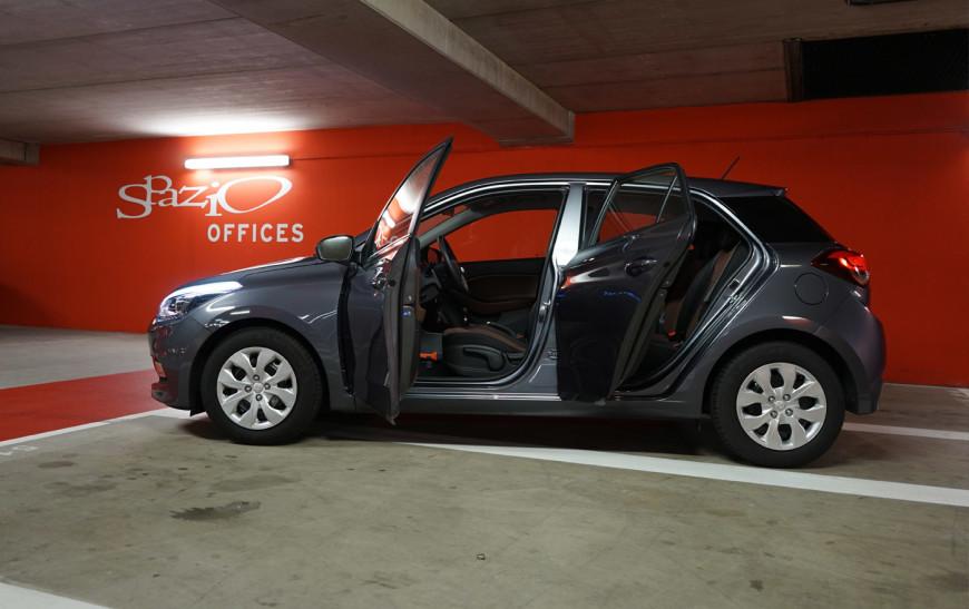 Hyundai i20 Doors open
