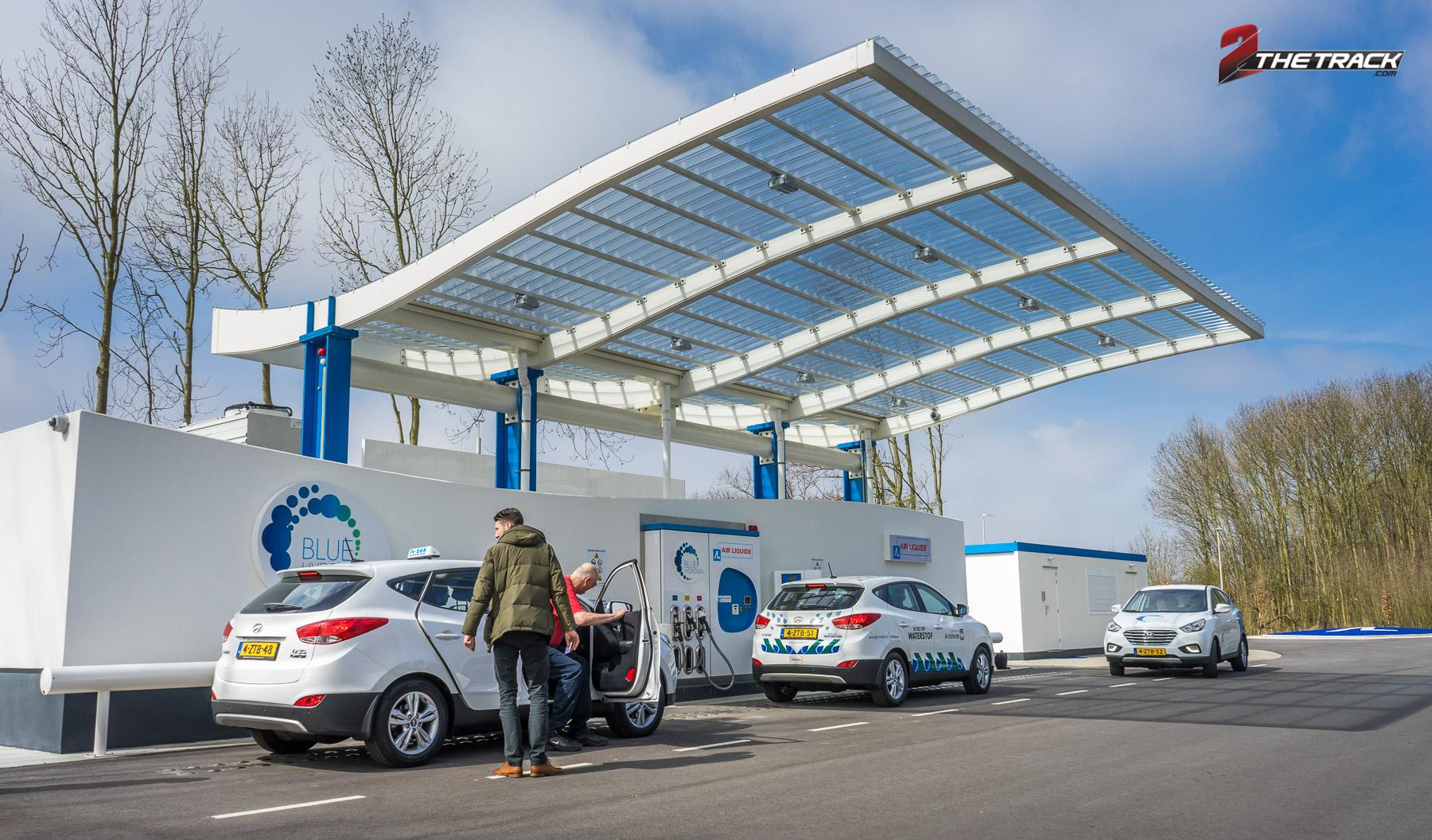 Hyundai levert eerste waterstof auto's