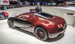 Bugatti-Veyron-Grand-Sport-Vitesse-La-Finale-Geneva-Motor-Show-2015-4