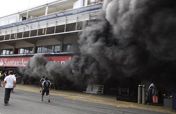 Fire Williams F1 Team Pitbox Catalunya Spain GP 2012 F1
